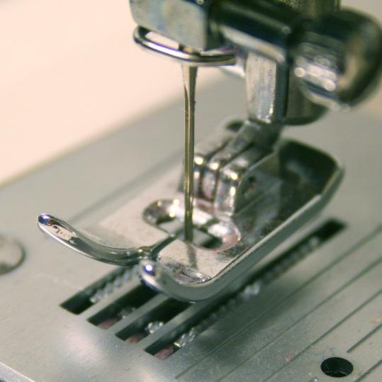 sewing-machine-2613527